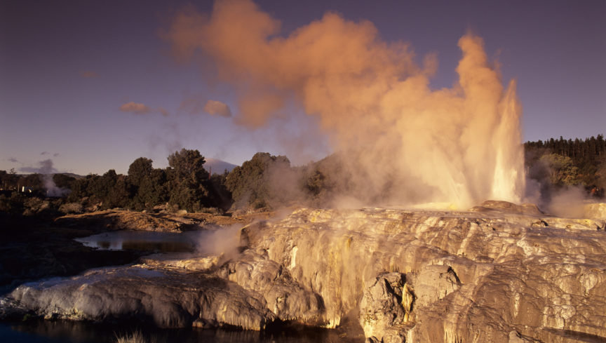 fw-bay-of-plenty-pohutu-geyser-1